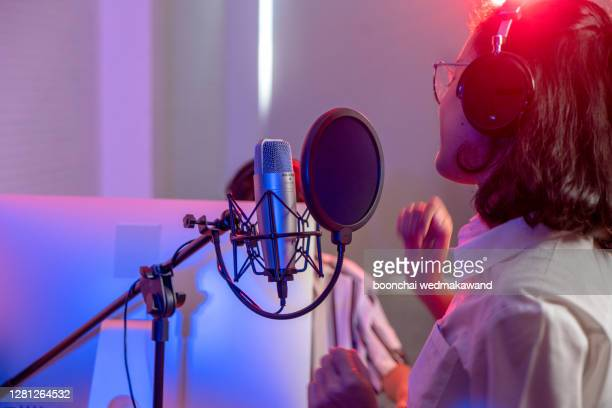 female vocalist in recording studio - radio broadcasting stock pictures, royalty-free photos & images