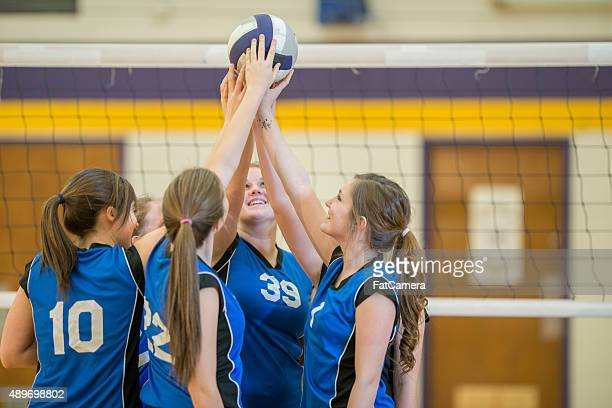 female volleyball team huddle - sports event stock pictures, royalty-free photos & images