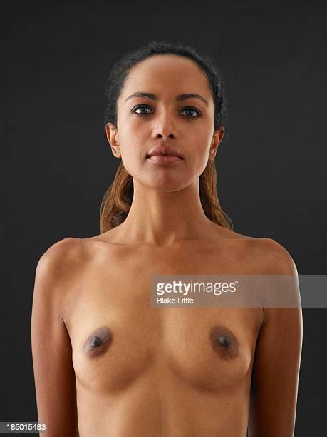 female waist up nude portrait - nackte frau brüste stock-fotos und bilder