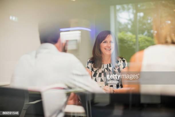 Travailleuse en réunion de bureau