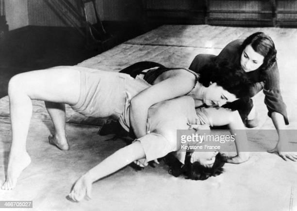 Female wrestling contest between Bobbie La Salle and Georgie Anderson in November 1932 in United States