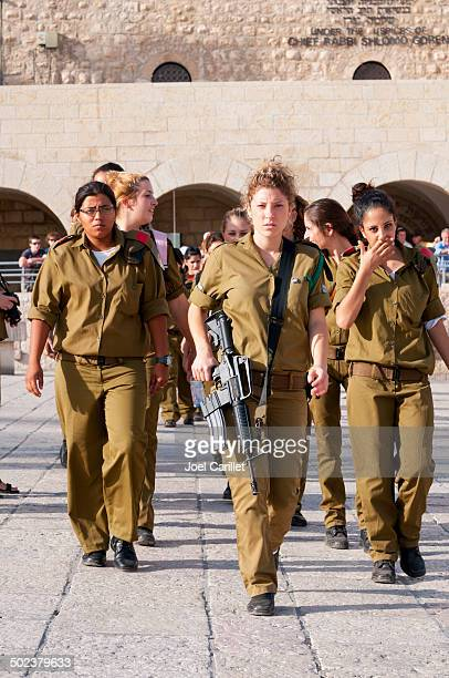 females in the israeli army - israeli military stock pictures, royalty-free photos & images