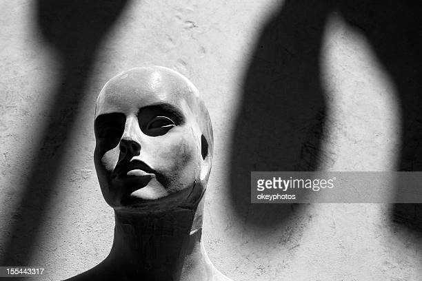 Feman mannequin s head et d'ombres.