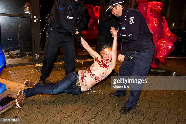 Femen protestieren vor dem Berliner Bordell ARTEMIS für eine völlige Abschaffung der Prostitution Bestrafung von Freiern sowie ein Aufenhaltsrecht...