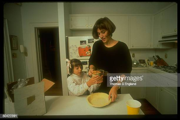 Feminist housewife Dabney McKenzie w daughter