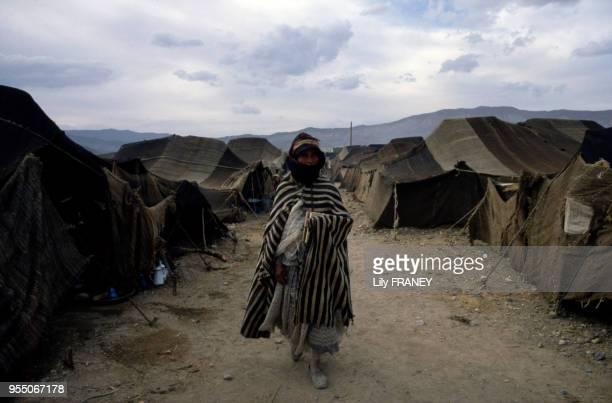 Femme dans un campement du moussem d'Imilchil dans le Haut Atlas au Maroc en 1983