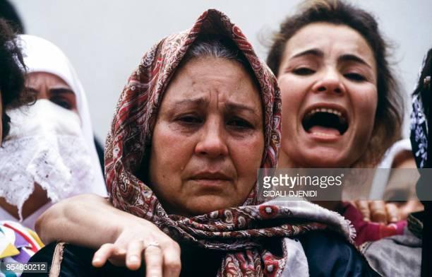 Femmes assistant aux obsèques de Mohamed Boudiaf le 1er juillet 1992 à Alger Algérie