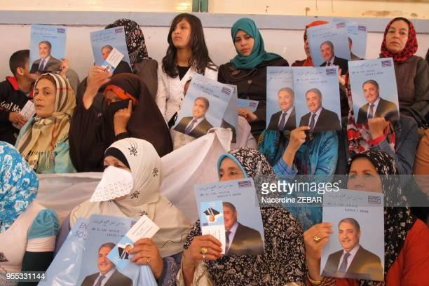 Femmes au meeting d'Ali Benflis candidat aux elections presidentielles le 5 avril 2014, Biskra, Algérie.