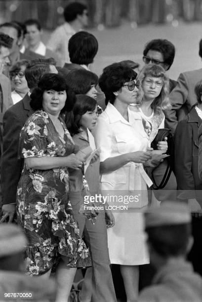 Femmes de conseillers soviétiques lors du premier anniversaire de la révolution afghane le 27 avril 1979 à Kaboul, Afghanistan.