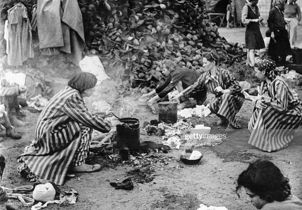 Femmes juives dans le camp de Bergen-Belsen : News Photo
