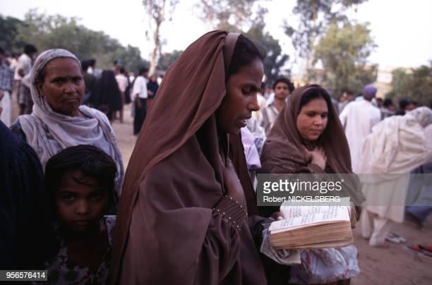 Femmes musulmanes chiites récitant des versets sur Hussain circa 1980 à New Delhi en Inde.