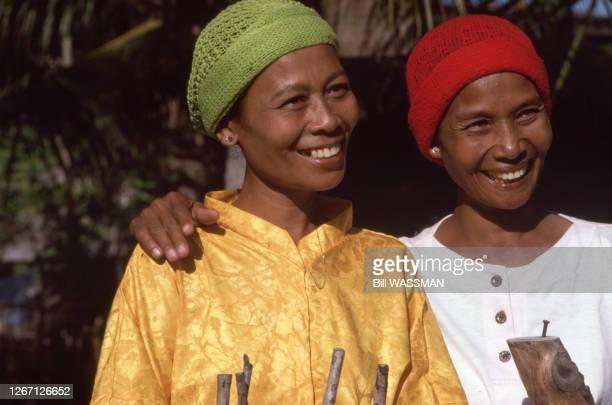 Femmes Sama-Bajau à Zamboanga, en 1990, Philippines.
