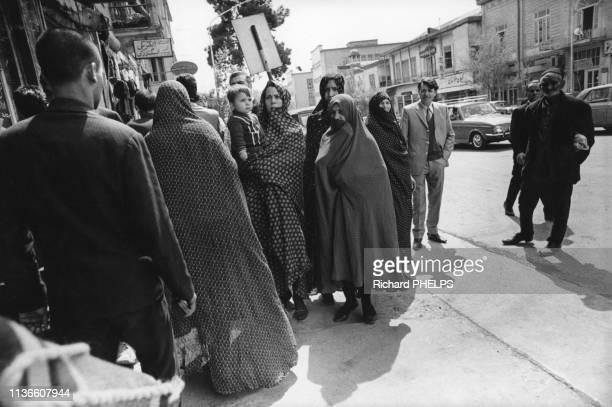 Femmes voilées dans la rue à Téhéran, Iran.
