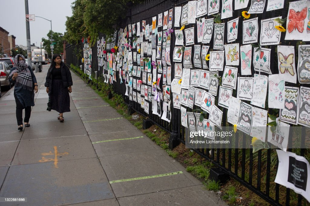 COVID-19 memorial for the dead at Greenwood Cemetery in Brooklyn : News Photo