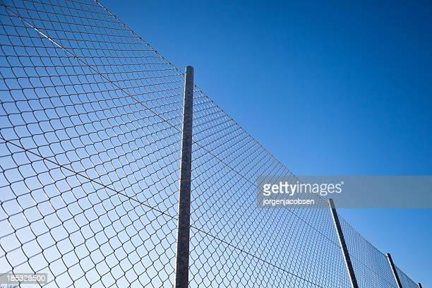 muro com barbwire - cerca - fotografias e filmes do acervo