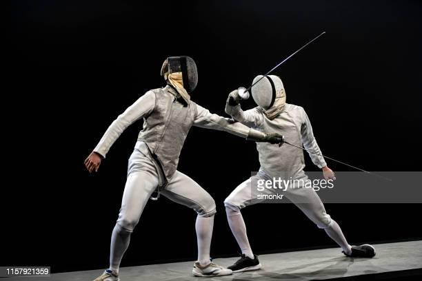 fechter-athleten bei den olympischen spielen - nur erwachsene stock-fotos und bilder