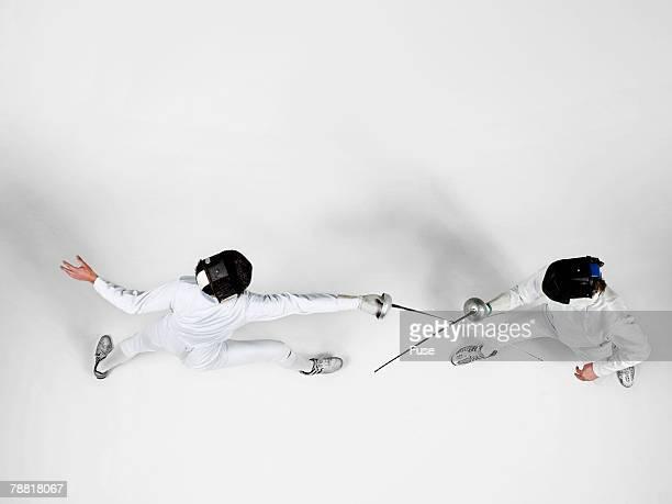 fencers practicing - esgrima esporte de combate - fotografias e filmes do acervo