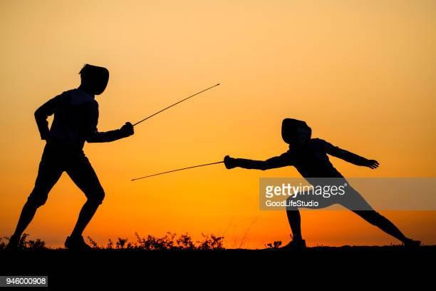 フェンシングの戦い - 決闘 ストックフォトと画像
