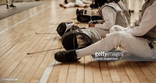 esprit d'escrime - championnat de sport photos et images de collection