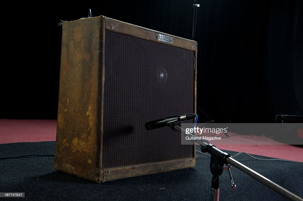 Amplis - Page 6 Fender-bassman-electric-guitar-amplifier-owned-by-late-irish-musician-picture-id167747547