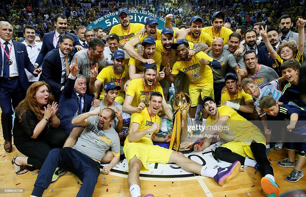fenerbahce-players-pose-for-a-photograph