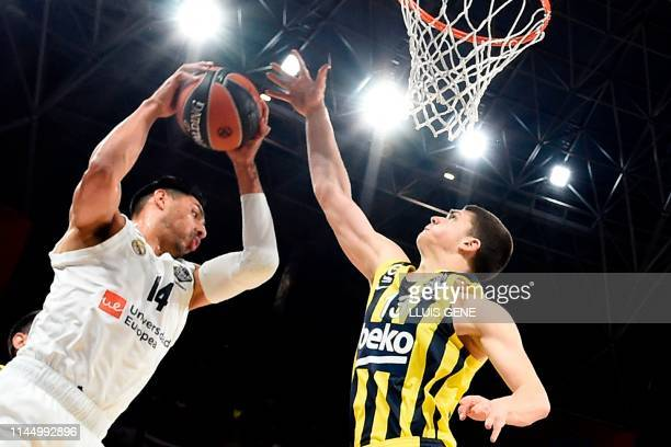 Fenerbahce's Bosnian forward Tarik Biberovic challenges Real Madrid's Mexican centre Gustavo Ayon during the EuroLeague third place play-off...