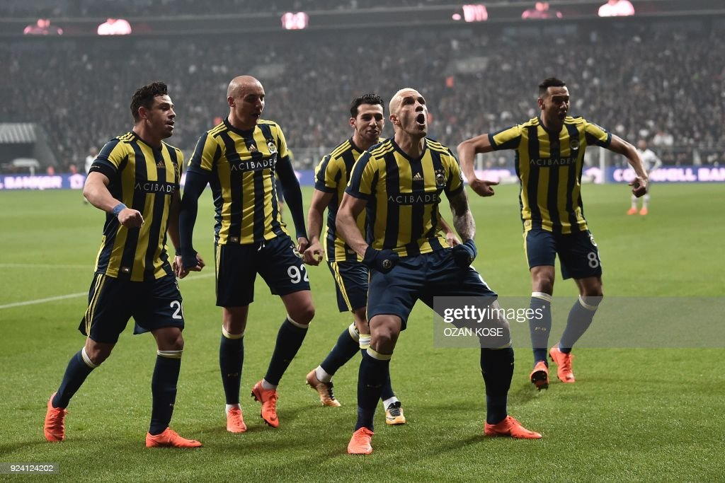 FBL-TUR-SUPERLIG-BESIKTAS-FENERBAHCE : News Photo