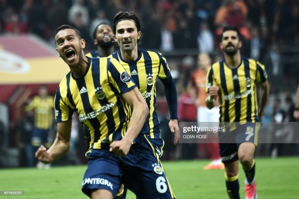Fenerbahce's Brazilian midfielder Josef de Souza (L) celebrates with his team mates after scoring a goal against Galatasaray during the Turkish Spor Toto Super Lig football match between Galatasaray and Fenerbahce at the TT Arena stadium in Istanbul on April 23, 2017. /