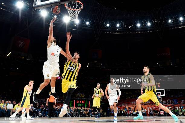 Fenerbahce's Jordanian-Turkish centre Ahmet Duverioglu challenges Real Madrid's Argentinian guard Facundo Campazzo during the EuroLeague third place...