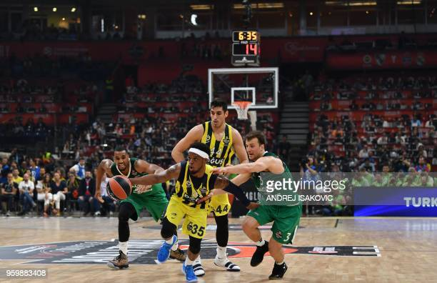 Fenerbahce's US guard Ali Muhammed fights for the ball with Zalgiris' Slovenian guard Kevin Pangos during the first semifinal EuroLeague Final Four...
