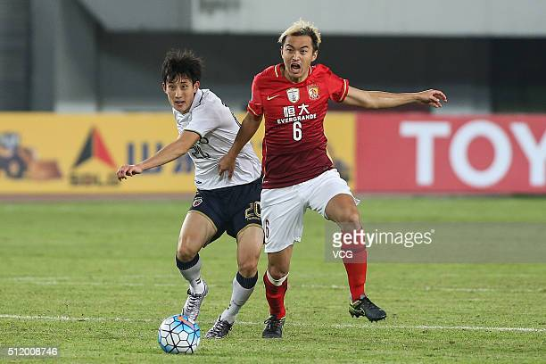 Feng Xiaoting of Guangzhou Evergrande and Choe Hoju of Pohang Steelers compete for the ball during the AFC Champions League Group H match between...