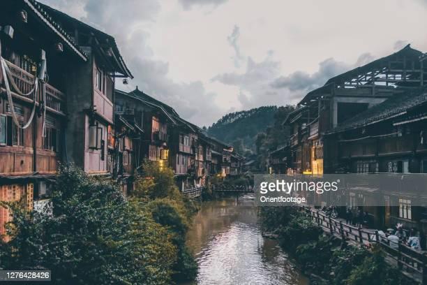 fenghuang ancient city scenery, hunan, chine - province du guizhou photos et images de collection