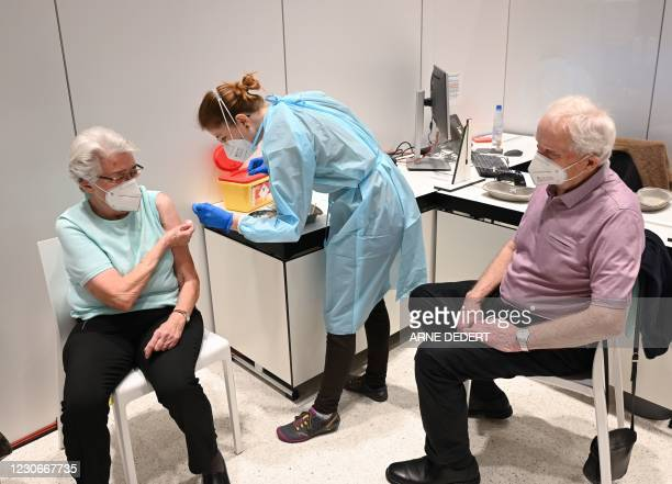 Fenna Martin vaccines Marielotte Kilian and Richard Kilian against Covid-19 at the vaccination centre installed at the congress centre in Wiesbaden,...