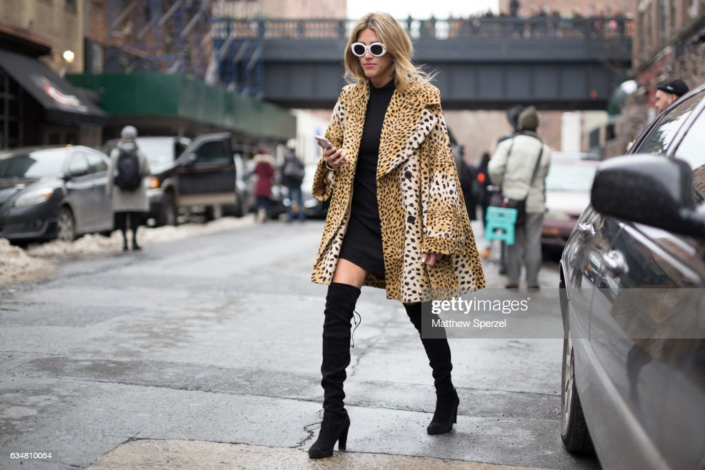 Street Style - New York Fashion Week February 2017 - Day 3 : Photo d'actualité