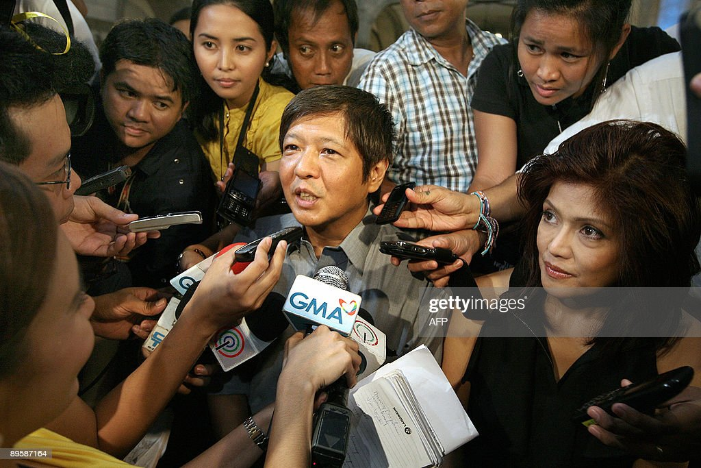 Ferdinand 'Bong-Bong' Marcos Jr. (C) and : News Photo