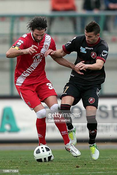 Ferdinando Sforzini of US Grosseto Fc battles for the ball with Antonio Barilla' of Reggina Calcio during the Serie B match between US Grosseto and...
