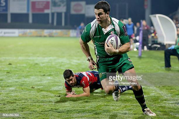 Fergus Mulchrone for London Irish scores a try during the European Rugby Challenge Cup match between Agen and London Irish at stade Armandie on...