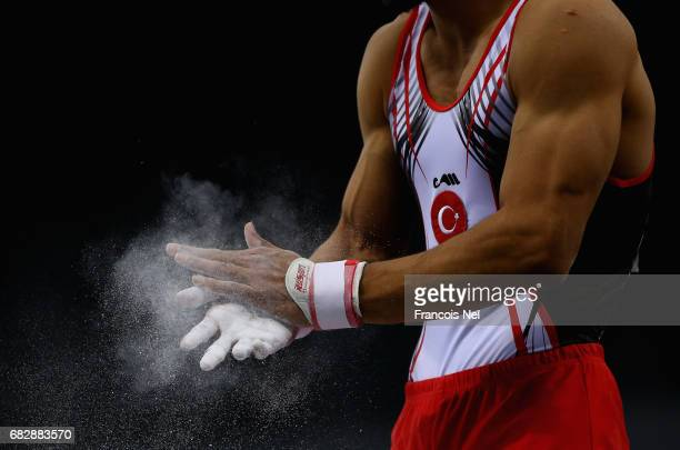 Ferhat Arican of Turkey chalks his hands prior to competing in the Men's Pommel Horse Qualification during day three of Baku 2017 4th Islamic...