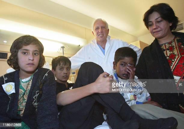 Ferishta Shah 8 ans Rohullah 13 ans le professeur Alain Deloche président de l'association La chaîne de l'Espoir Shafigullah 6 ans et le docteur...