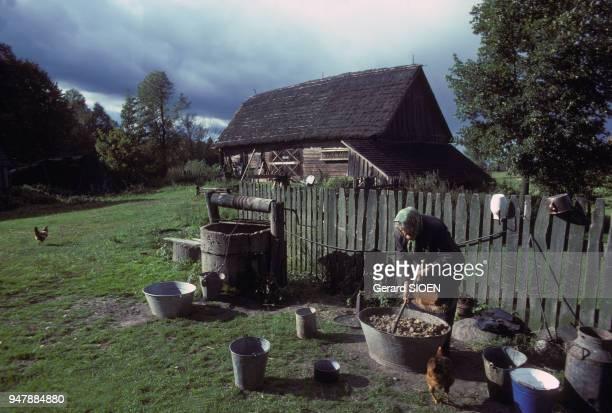 Ferme de la région de Suwalki en Mazurie en octobre 1979 Pologne