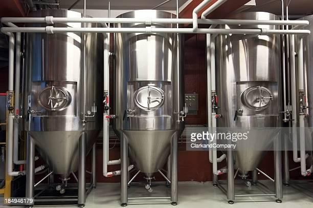 Fermentation Tanks In einer Lokalbrauerei