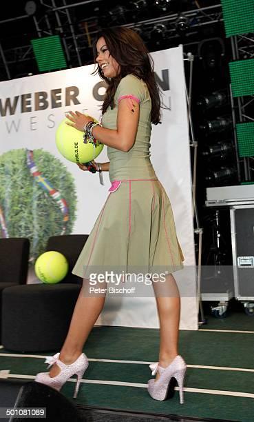Fernanda Brandao ShowTalk bei 19 'Gerry Weber Open'TennisTurnier Halle NordrheinWestfalen Deutschland Europa Bühne Auftritt RiesenTennisball...