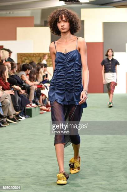 Fernanda Oliveira walks the runway during the Carven show as part of the Paris Fashion Week Womenswear Spring/Summer 2018 on September 28 2017 in...