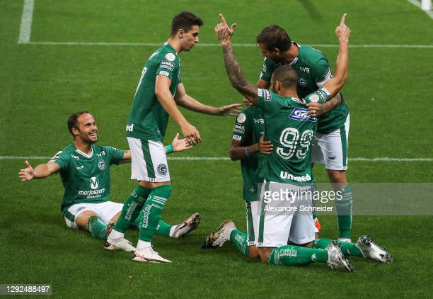 Fernandao of Goias celebrates with his team mates after scoring the first goal of their team during the match against Corinthians as part of...
