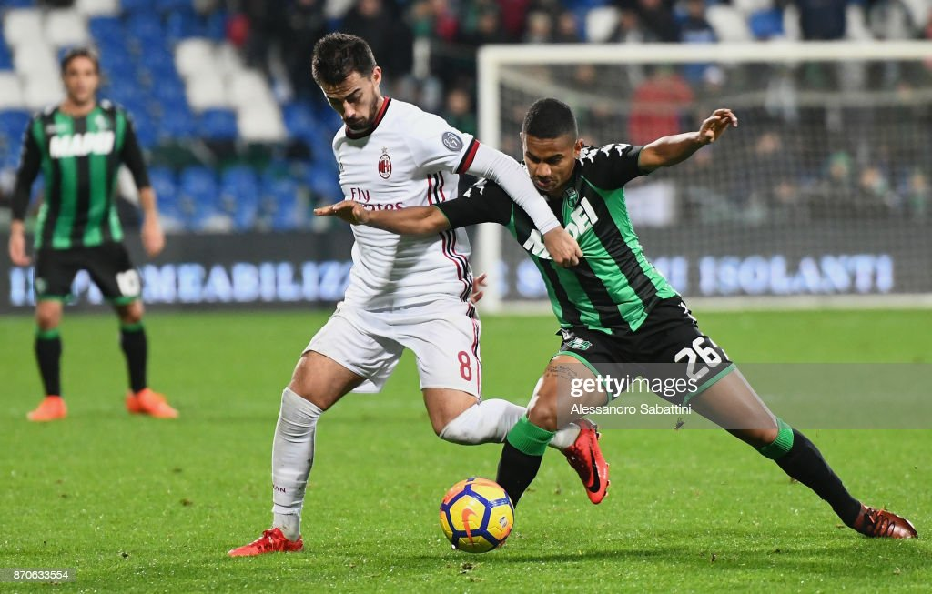 Fernandez Saenz Jesus Joaquin Suso of AC Milan competes for the ball whit Rogerio of US Sassuolo during the Serie A match between US Sassuolo and AC Milan at Mapei Stadium - Citta' del Tricolore on November 5, 2017 in Reggio nell'Emilia, Italy.