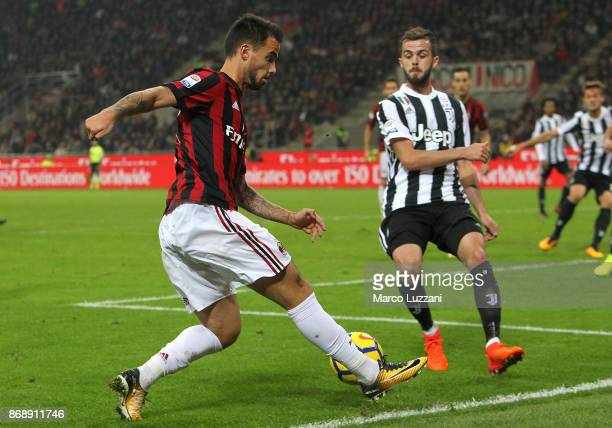 Fernandez Suso of AC Milan in action during the Serie A match between AC Milan and Juventus at Stadio Giuseppe Meazza on October 28 2017 in Milan...
