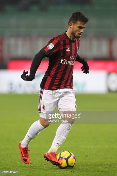 Fernandez Suso of AC Milan in action during the Serie A match between AC Milan and Bologna FC at Stadio Giuseppe Meazza on December 10 2017 in Milan...