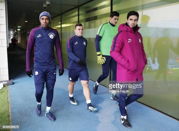 Fernandinho Lorenzo Gonzalez Aro Muric and Mikel Arteta during training at Manchester City Football Academy on January 22 2018 in Manchester England