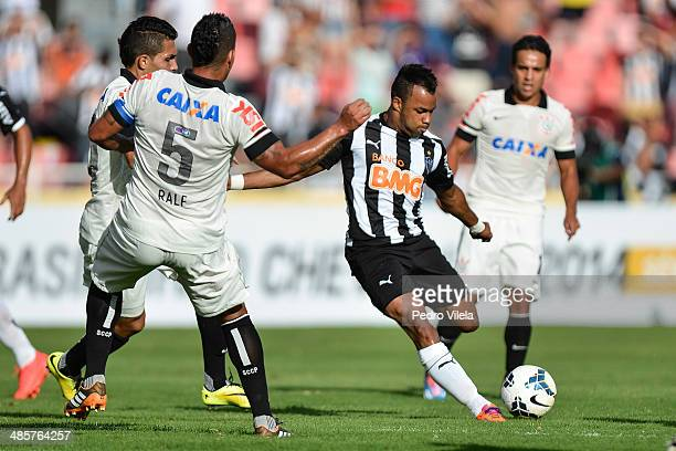 Fernandinho of Atletico MG and Ralf Petros and Jadson of Corinthians battle for the ball during a match between Atletico MG and Corinthians as part...