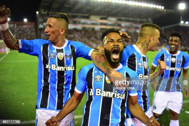 Fernandinho of Gremio celebrates scoring the opening goal during the second leg match between Lanus and Gremio as part of Copa Bridgestone...